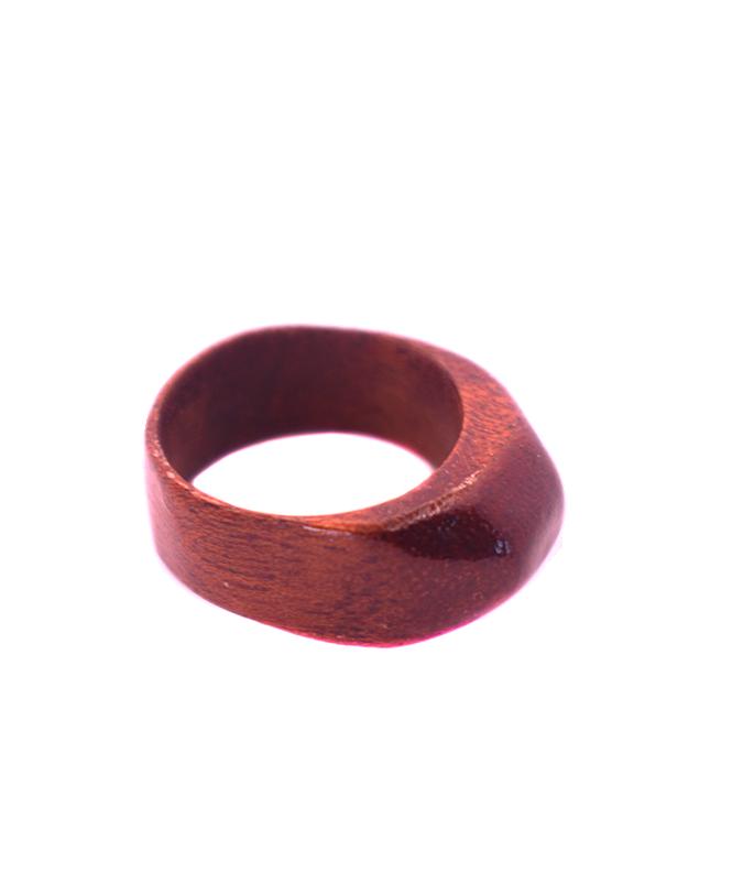 Inel din lemn roșu